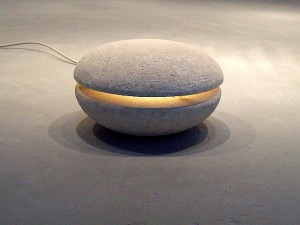 lampada da giardino design in pietra