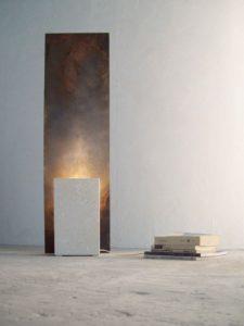 Lampada design in pietra e ferro acidato
