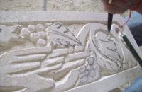 lavoro di scultura su pietra