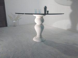 tavolo classico con piano in cristallo